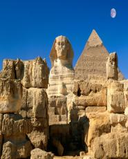 Day Tour to Giza pyramids & Egyptian Museum in Cairo